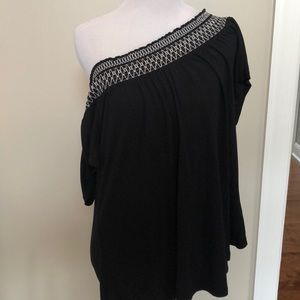 Old Navy off the Shoulder embroidered blouse Sz Lg